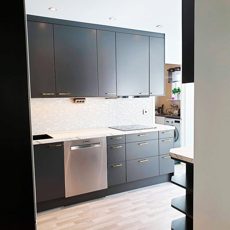Utförd köksrenovering med nya skåp och vitvaror