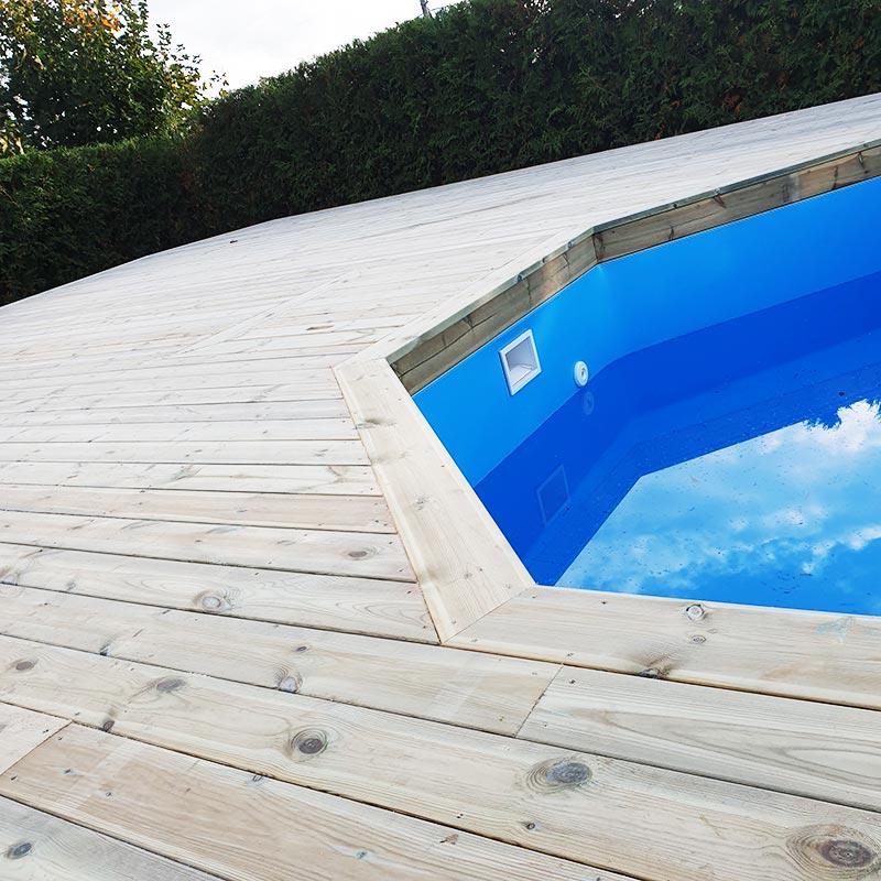 Nybyggt altandäck med nedsänkt pool